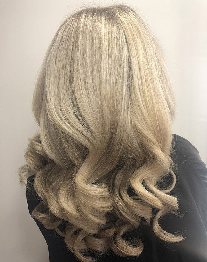 long blonde hair with bouncy blowdry
