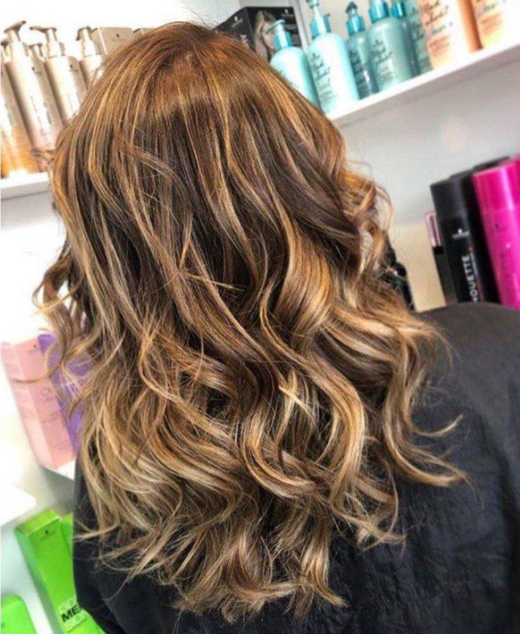 multi tonal bronde wavy hairstyle
